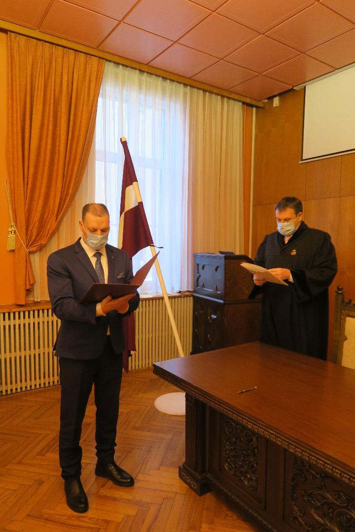 Ģenerālprokurors Juris Stukāns 2021.gada 5.februārī pieņem jaunu prokuroru zvērestus -